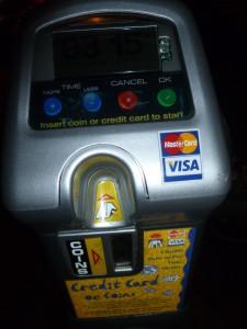 Parquimetro en W Hollywood con tarjeta de credito